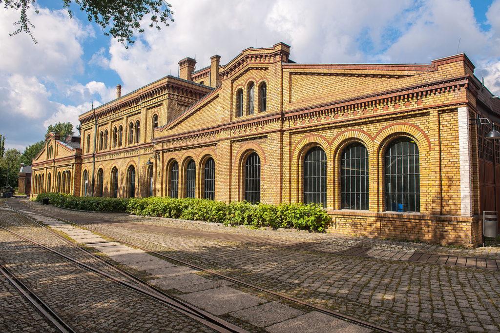 Backsteingebäude im Park des Technikmuseums