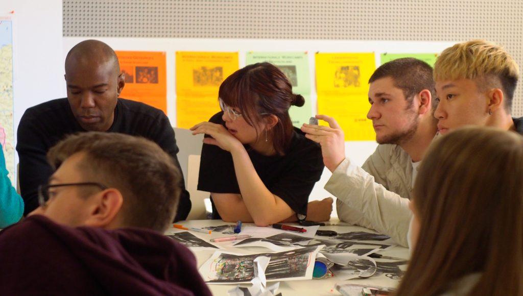Jugendliche im Dokumentationszentrum NS-Zwangsarbeit