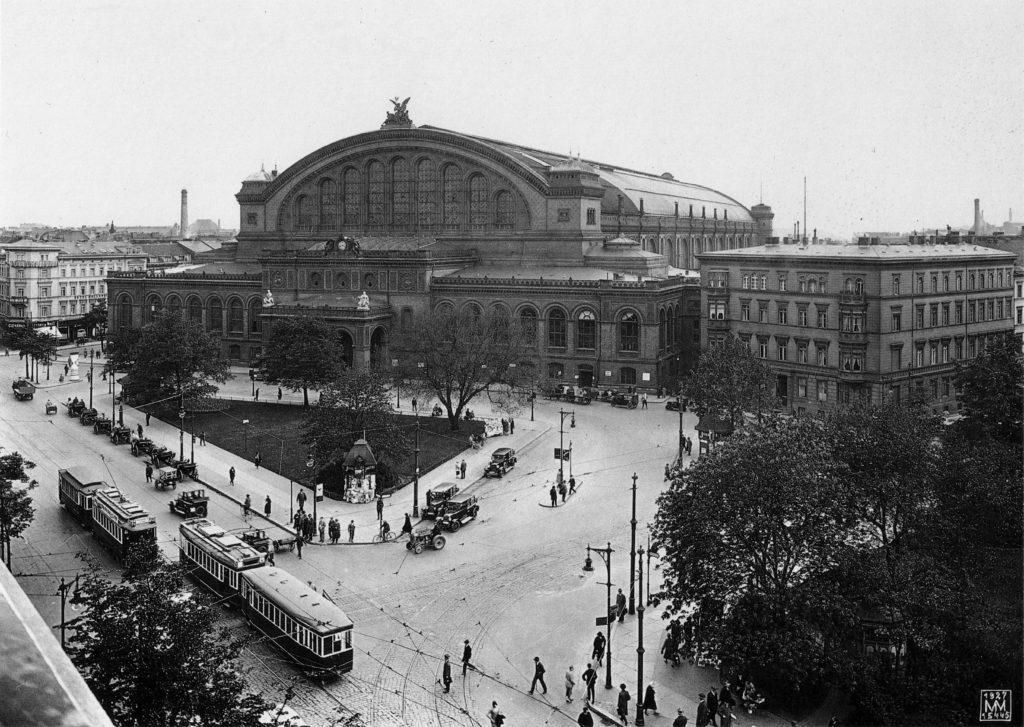 Anhalter Bahnhof mit Vorplatz 1927