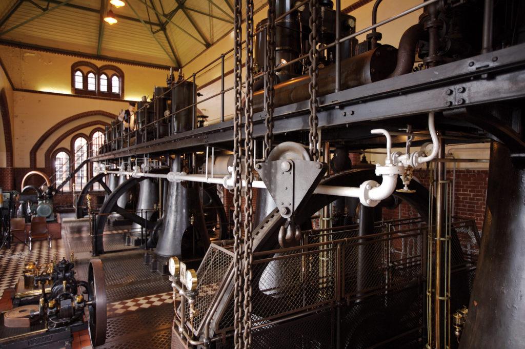 Halle mit Dampfmaschinen im Wasserwerk Friedrichshagen