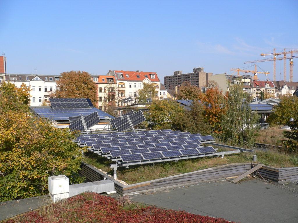 Photovaltaikanlage auf dem Dach der Fimstudios.