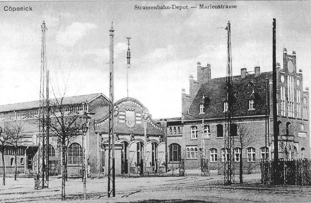 Schwarz-weiß Foto vom Straßenbahnbetriebshof Köpenick von 1908.