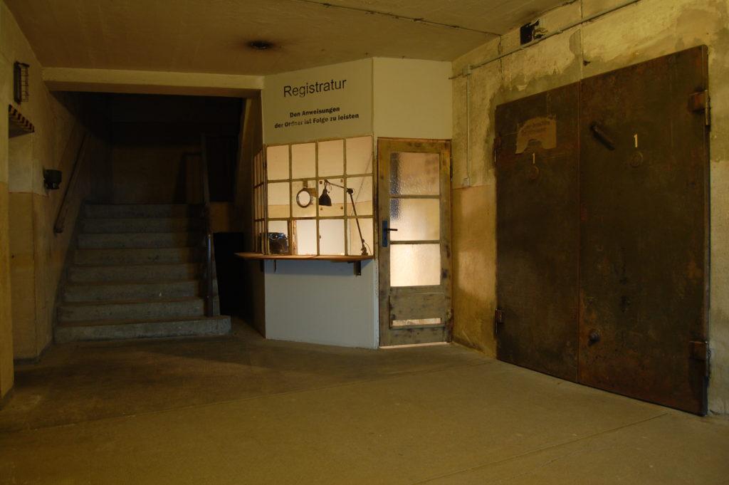Treppe und Registratur im Fichtebunker Fichtestraße