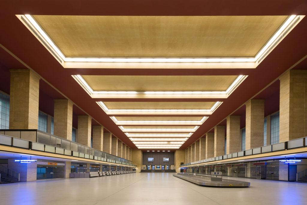 Halle innen im Flughafen Tempelhof
