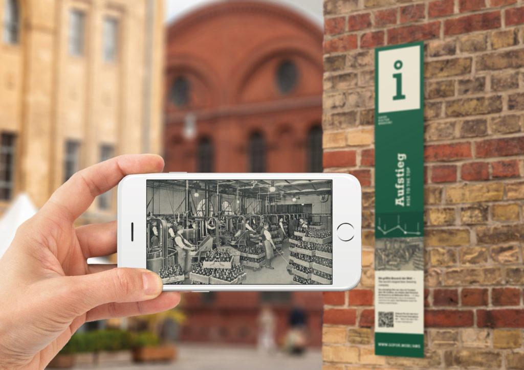 Infos auf Smartphone bei der KulturBrauerei