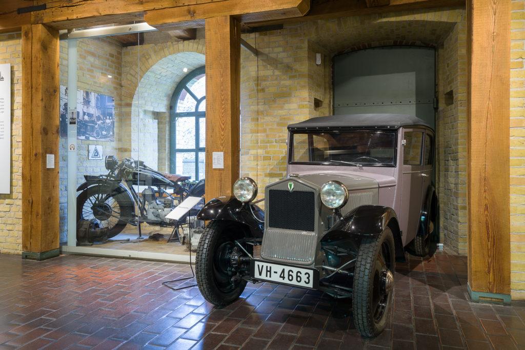 Motorrad und Auto im Stadtgeschichtlichen Museum Spandau