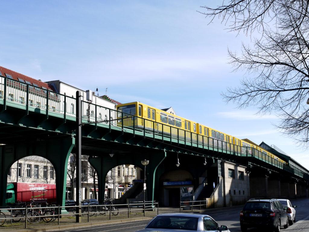 Hochbahn mit U-Bahn an der Schönhauser Allee