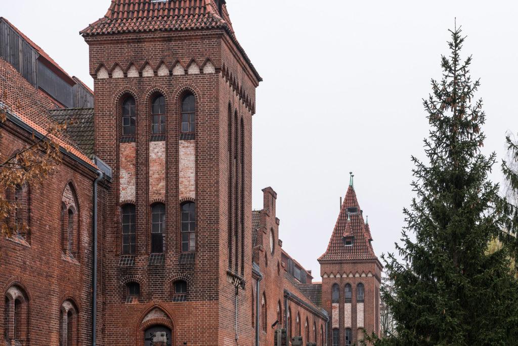Türme an Backsteingebäude im Wasserwerk Friedrichshagen