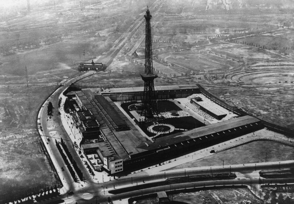 Messe mit Funkturm 1932