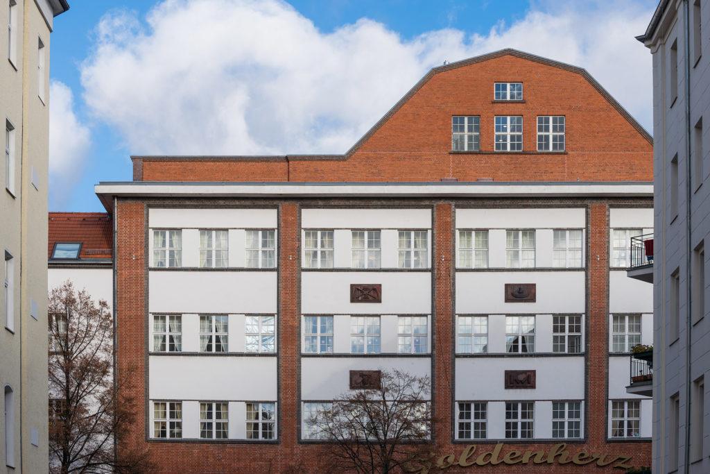 Brotfabrik Wittler. Reliefs in der Fassade