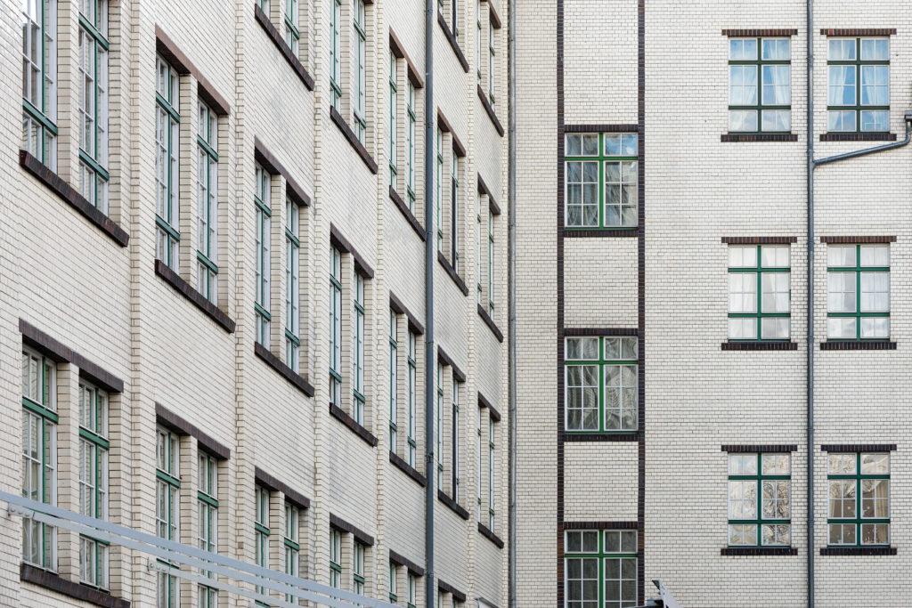 Brotfabrik Wittler mit weißer Klinkerfassade